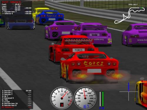Simulador de conducción en 3D. Torcs es un excelente juego de careras con una física de acción bien desarrollada.