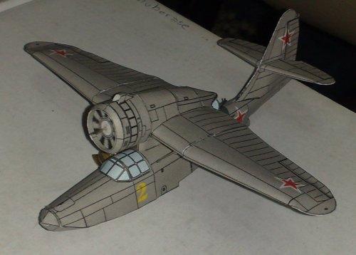 Uno de mis primeros aviones. Un Hidroavión Ruso de la segunda Guerra Mundial. Aun faltan las llantas, la hélice y los flotadores.
